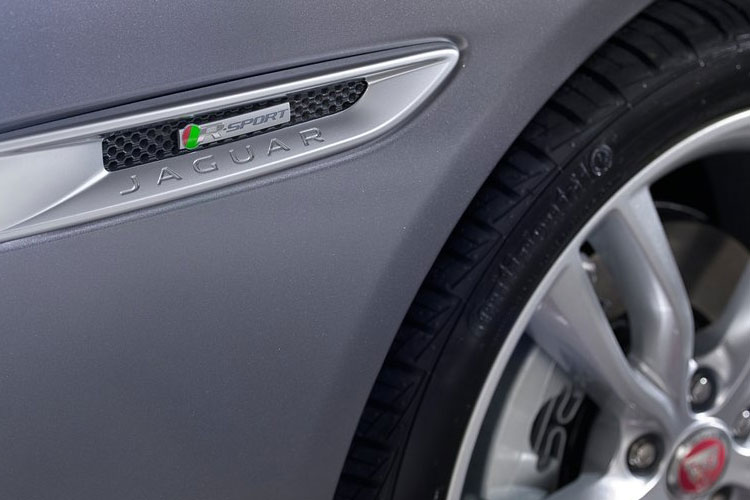 Jaguar XF Saloon 2.0 d 180PS Portfolio 4Dr Auto [Start Stop] detail view