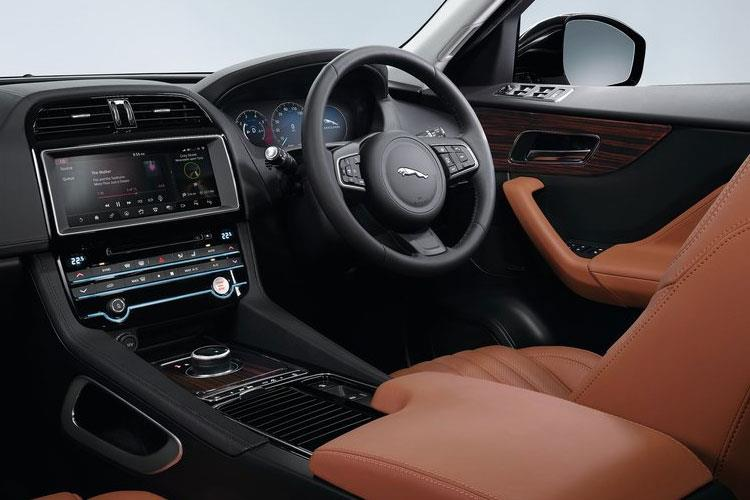 Jaguar F-PACE SUV AWD 3.0 V6 MHEV 400PS S 5Dr Auto [Start Stop] inside view